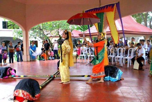 Tinikling by the Nayong Pilipino Dance Troupe